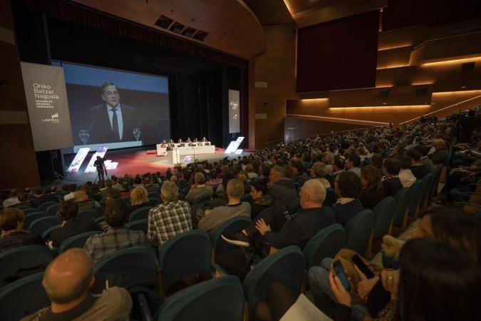 Vista panorámica de la Asamblea General de Laboral Kutxa celebrada hoy en San Sebastián-Donostia