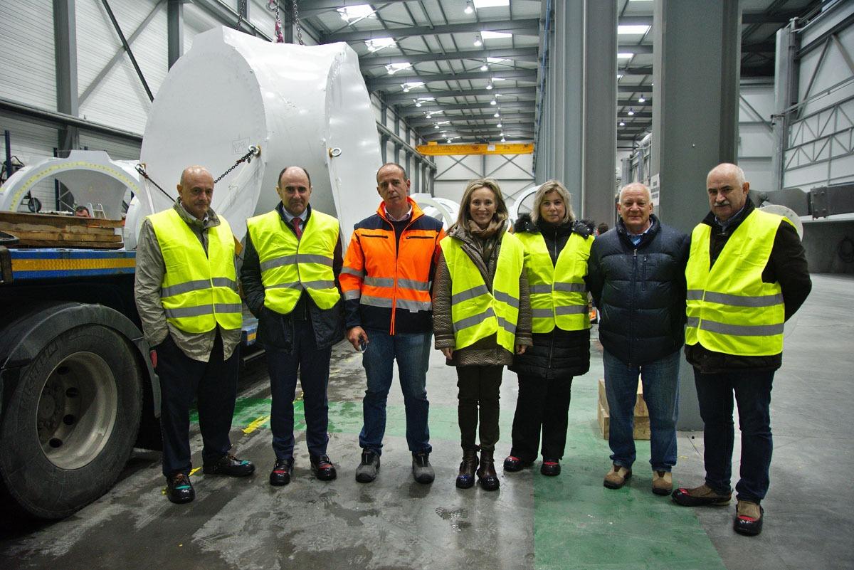 Las autoridades y responsables de la empresa, en las instalaciones de Lekort.