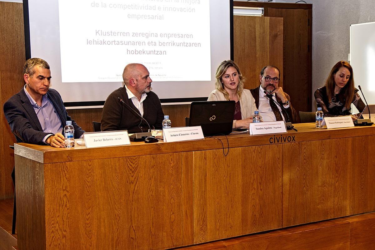 De izda. a dcha.: Javier Belarra (ACAN), Arturo Cisneros (Clavna), Sandra Aguirre (Nagrifood), Manuel Rodríguez (Enercluster) y Mar González (Impresión Funcional).