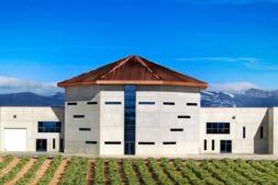 Edificio principal de la Bodega Martínez Corta, en Uruñuela.