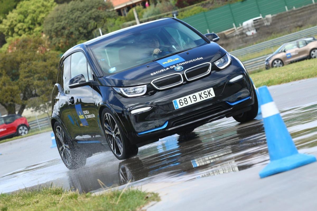El BMW i3 en la escuela de conducción de coches eléctricos.