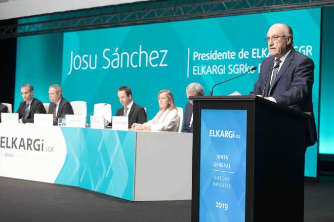 Un momento de la intervención del presidente Josu Sánchez en la Junta General de Socios de ELKARGI