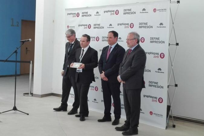 Mikel Mayo, presidente de Aegran, en el momento de recoger el premio. (Foto cedida)