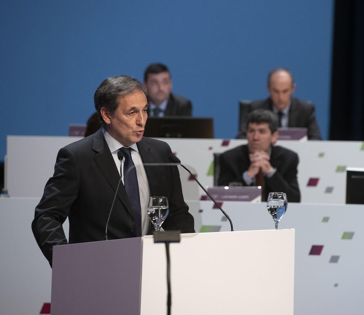 Presidente Txomin García_ atril