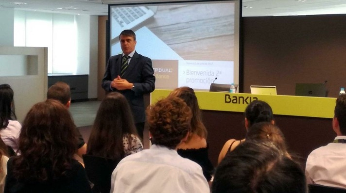 En la educación de los alumnos participan directores y equipos de oficinas y centros de Bankia.