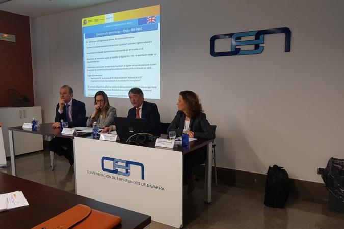 Natalia Conde (izda.) y Guillermo Kessler (dcha.), durante la jornada celebrada en la CEN.
