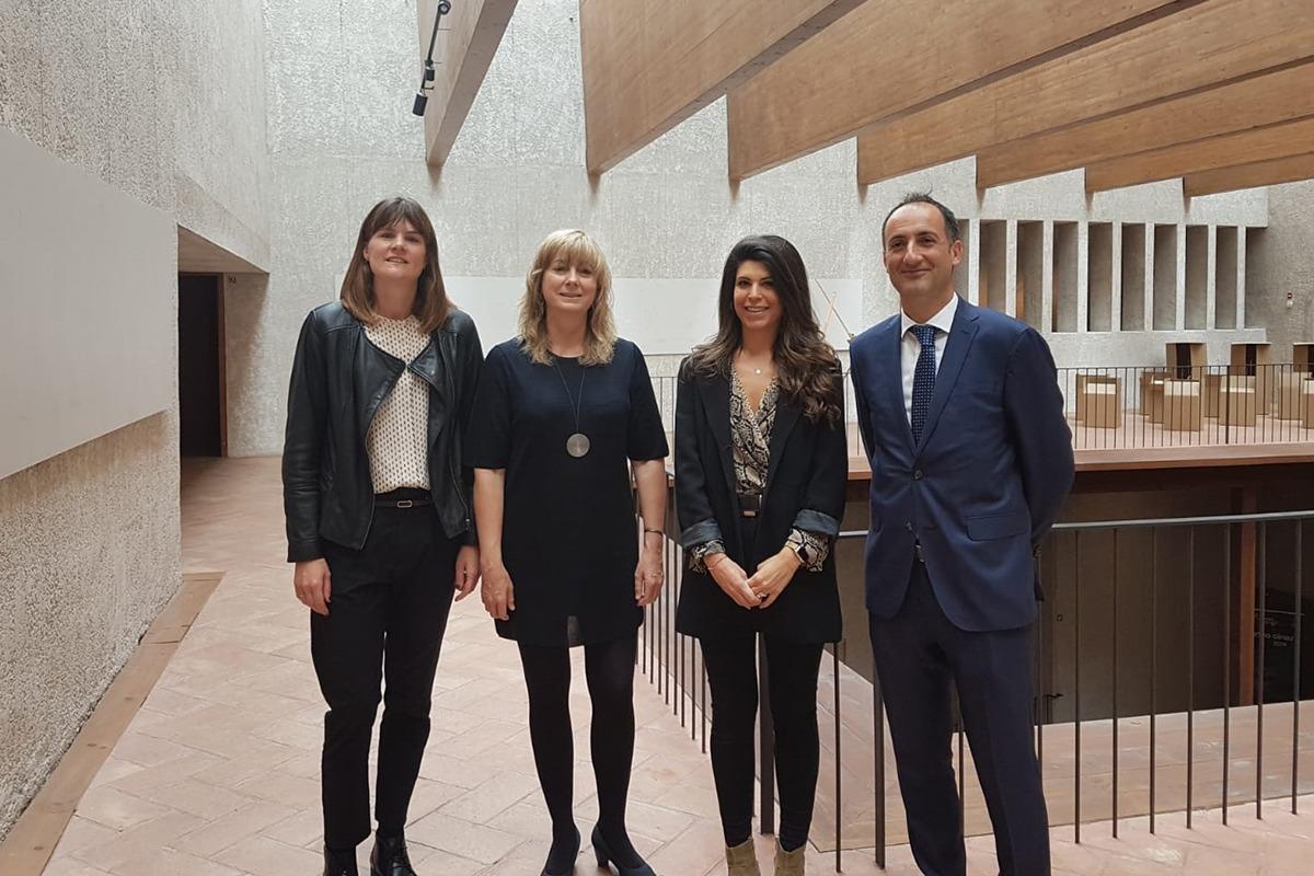 De izda a dcha: Ainhoa Zabala, directora ejecutiva de Zabala Consulting; la consejera Ana Ollo; la gerente de AJE, Raquel Trincado, y Juan Antonio Bombin, de Caixabank.