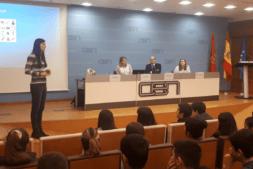 Ana Monreal (iAR), durante la charla en las instalaciones de CEN.