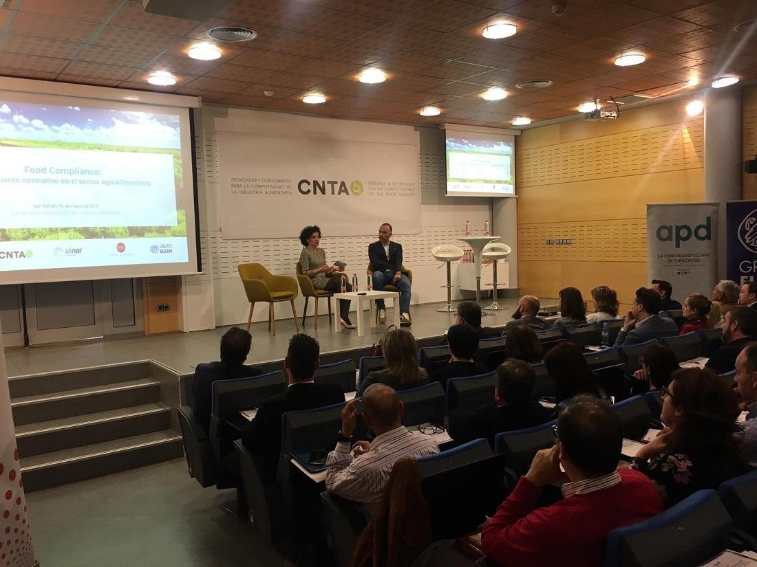 Héctor Barbarin Consejero en Navarra APD y director General CNTA junto a Cristina Lecumberri Consejera en Navarra APD directora general ALINAR han dado inicio a la jornada.