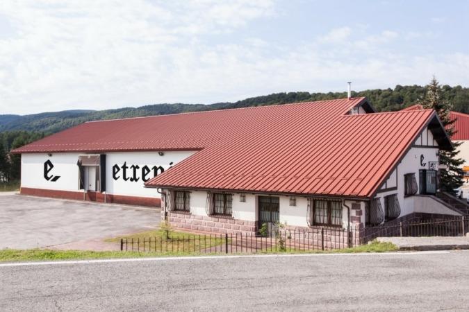 Fábrica de Etxenike ubicada en la localidad de Burguete. (Imágenes cedidas)