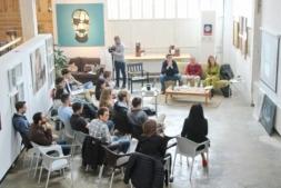 El encuentro tuvo lugar en un espacio singular: La Fábrica de Gomas.