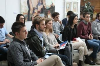Los asistentes siguieron con atención las explicaciones de las empresas invitadas.