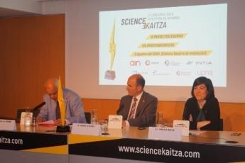 Juan Ramón de la Torre, Director de ADItech, presenta los datos del Concurso SciencEkaitza.