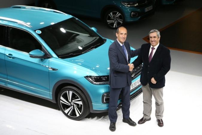Miguel Ángel Grijalba, directos de Producción de Volkswagen Navarra, y Miguel Iriberri, presidente de la Fundación Industrial Navarra.