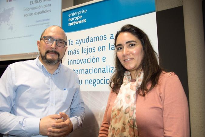Óscar R. González y Esperanza Martín, del CDTI.