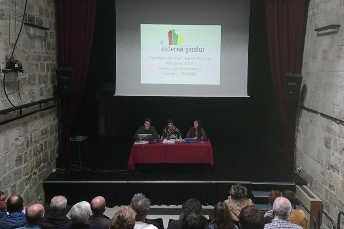 Imagen de la asamblea general que Cederna-garalur celebró en Irurtzun.