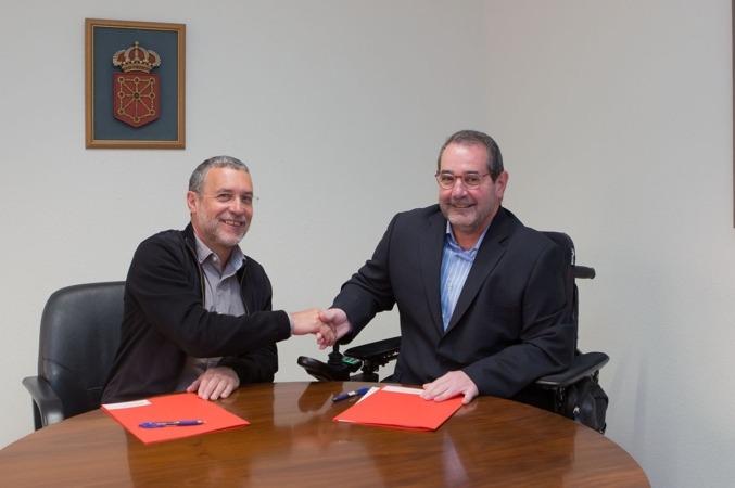 De izda. a dcha.:el vicepresidente Miguel Laparra y el presidente de la Fundación Caja Navarra, Javier Miranda.