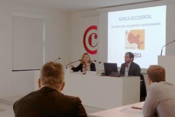 Ana Cañada, responsable Comercio Internacional Cámara Navarra de Comercio e Industria y Daniel Vives, partner de Inafrica Strategy.
