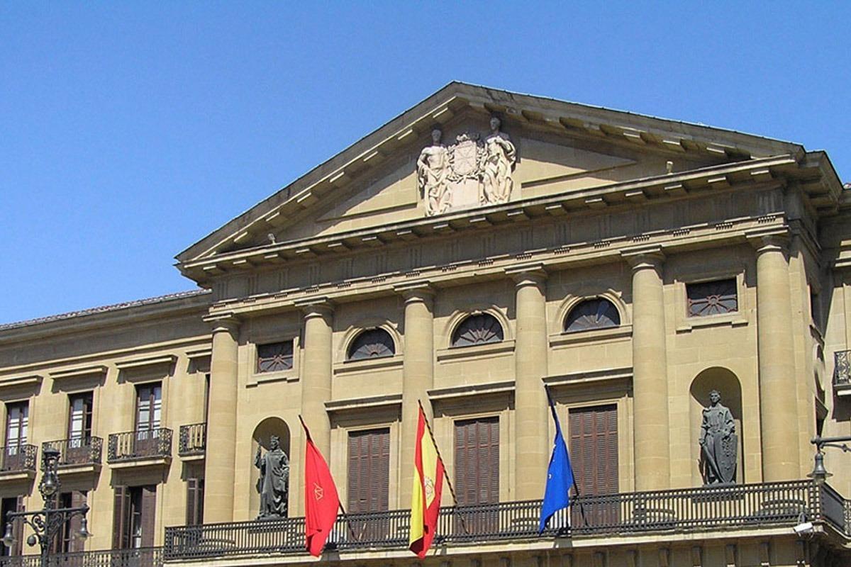 Las elecciones celebradas ayer no determinaron quién será el futuro inquilino del Palacio de Navarra.