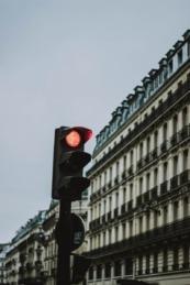 Saltarse el semáforo en rojo, una infracción de riesgo. (FOTO: Mat Reding).