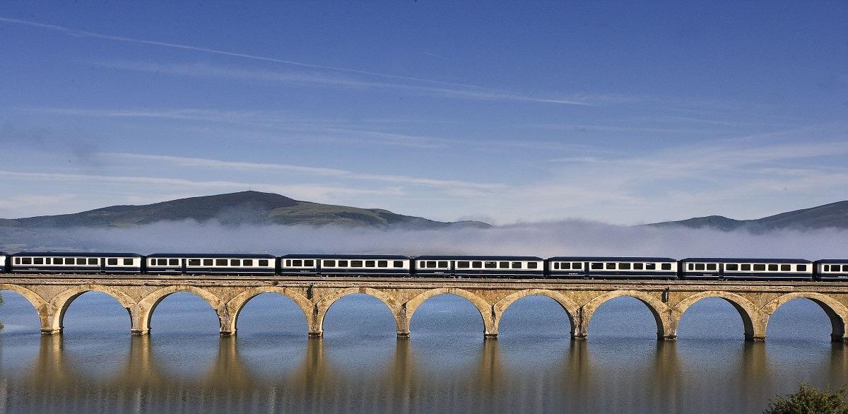-turismo-viajar-tren-Transcantábrico