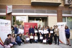 Participantes en el programa y responsables de Anel, Eroski y el SNE, tras la entrega de los diplomas.