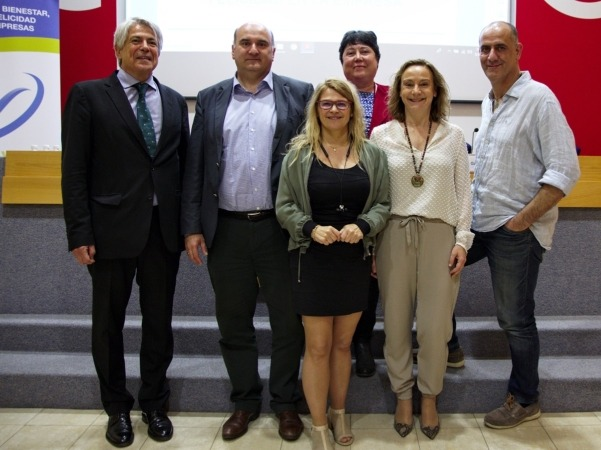 De izquierda a derecha: Francesc Assens, Javier Morrás, Koro Cantabrana, Ana Armesto, Eva Blanco y Jaume Gurt. FOTO: Iranzu Larrasoaña