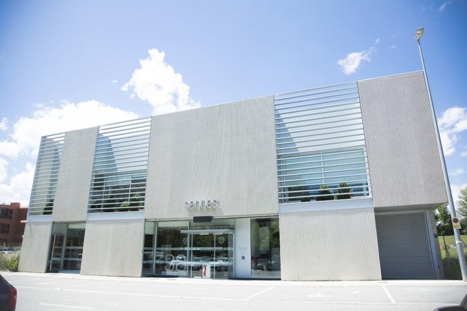 Edificio de Sannas en Nuevo Artica. (Foto Cedida).