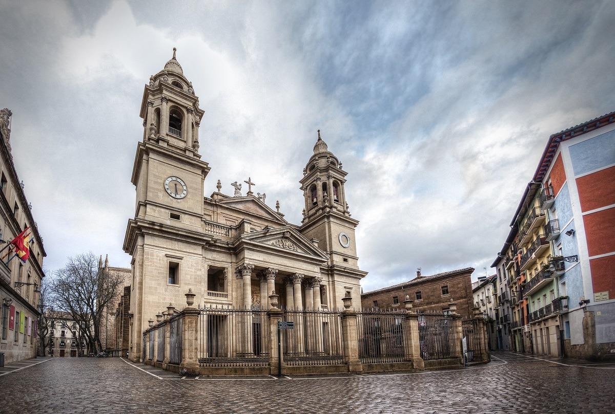 turismo-fachada-catedral-pamplona-foto-alberto-estudio