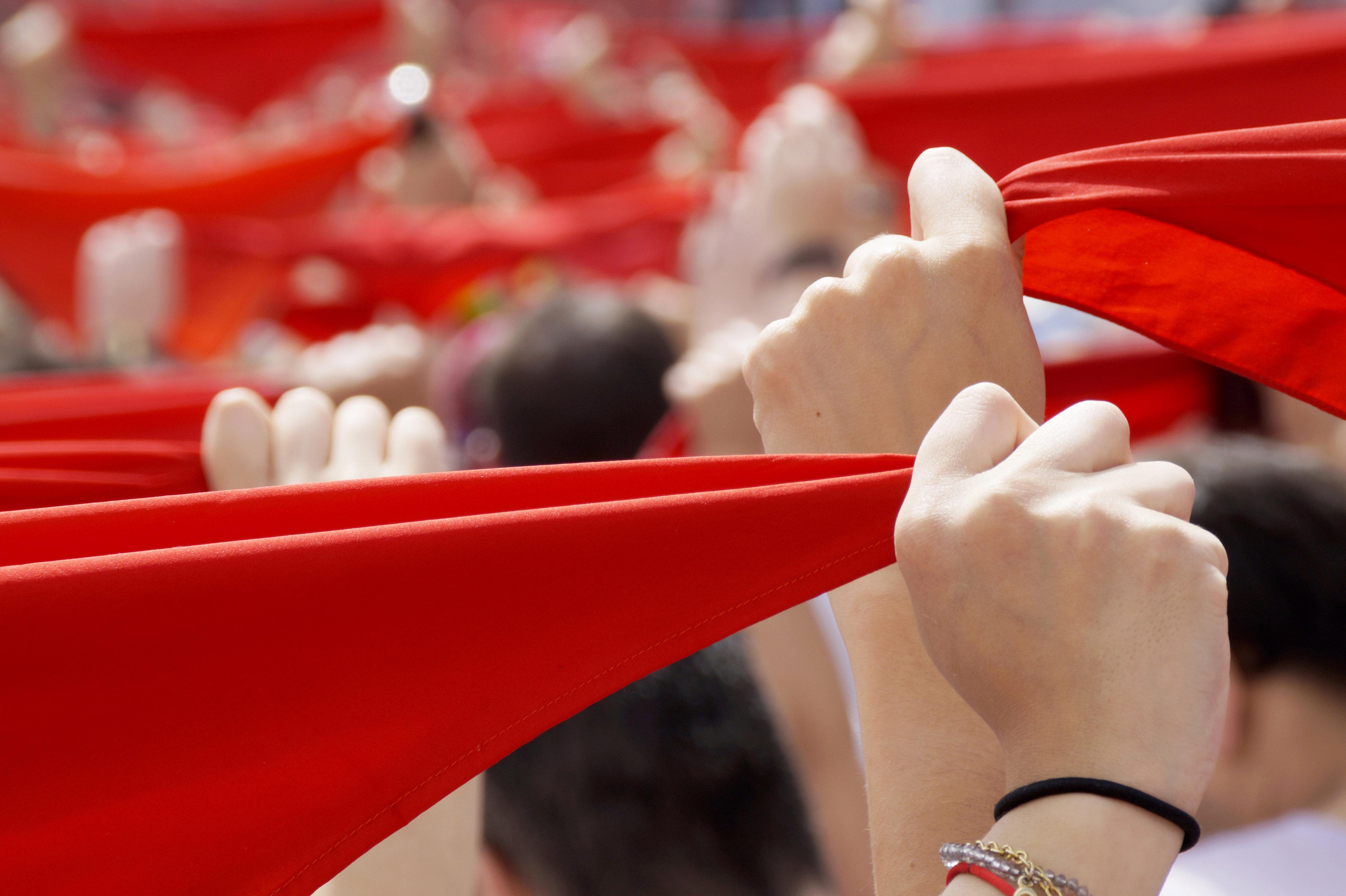 La plaza del Ayuntamiento de Pamplona fue el escenario un 6 de julio del amor fugaz que dio lugar a esta promesa.