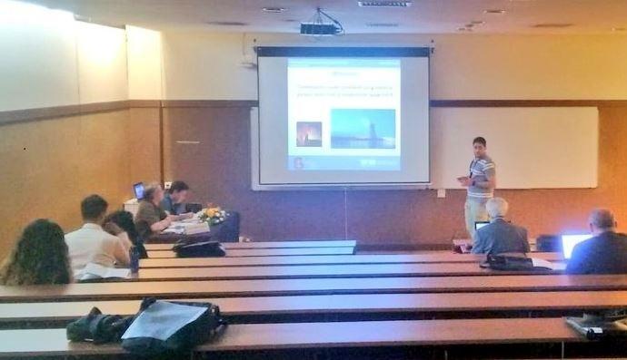 Óscar García, de NAITEC, imparte su charla en el CNM2019 en Guimarães, Portugal.