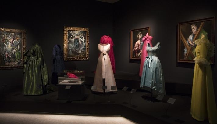 La Sala de El Greco del Museo Thyssen de Madrid se transforma en diálogo entre arte y moda con Balenciaga.