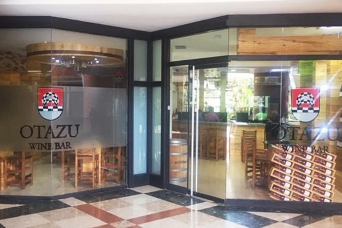 Fachada de Bodegas Otazu en uno de los centros comerciales de la capital venezolana. (Foto cedida)