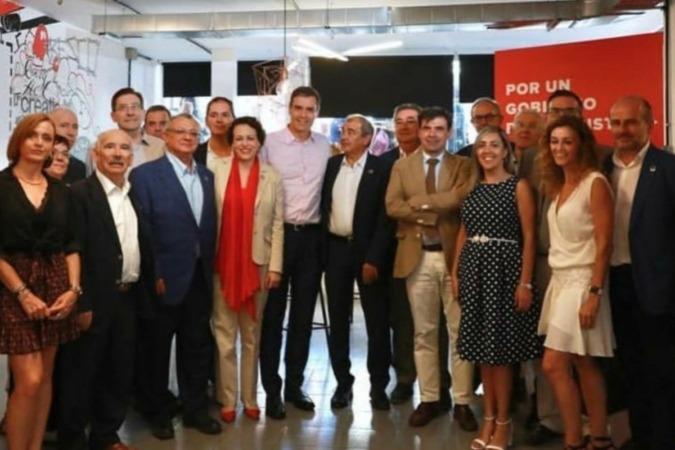 Foto de familia de los participantes en el encuentro mantenido con Pedro Sánchez y entre los que se sitúa Ignacio Ugalde, presidente de CEPES Navarra (7º empezando por la derecha)