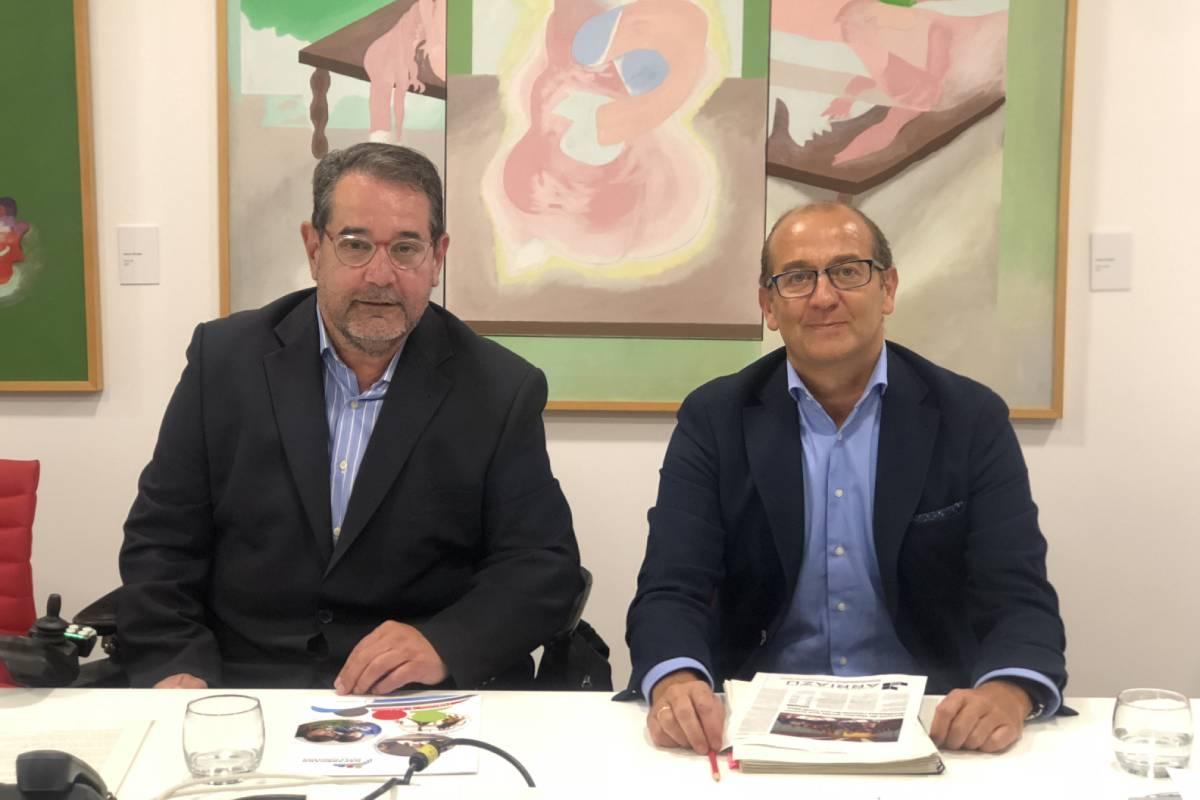 Javier Miranda Erro, presidente de Fundación Caja Navarra y Javier Fernández Valdivielso, director de la misma. (FOTO: Irene Iriarte)