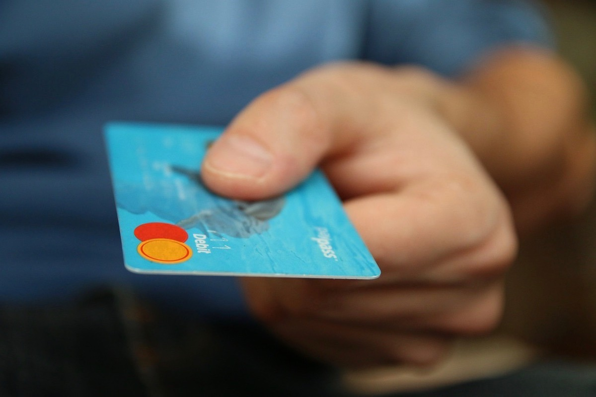 Tarjeta-Dinero-Pagar-Impuesto-Pixabay