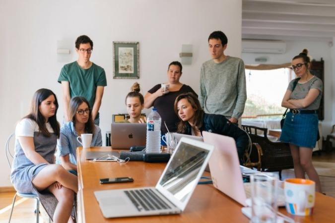 Trabajo-Jovenes-Oficina