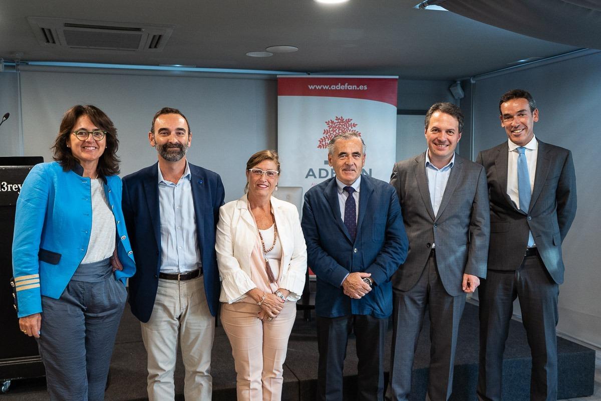 Marta Vera, Santiago Sala, Marisa Sáinz, Francisco Esparza, Peio Etchelecu y José Antonio Barrena.