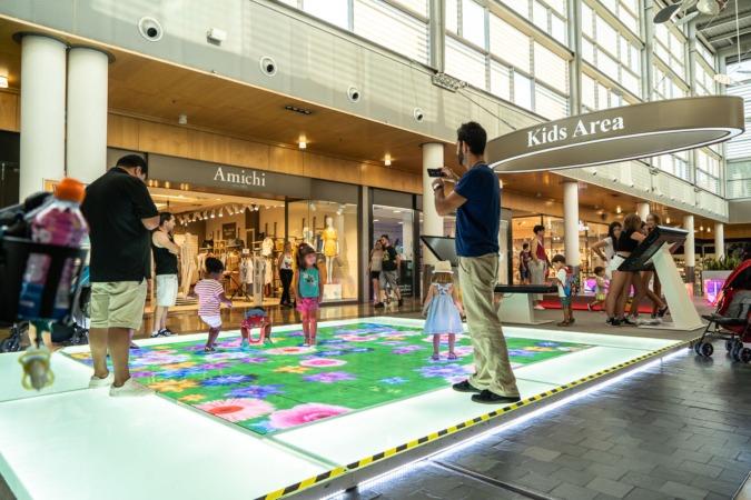 Varios niños juegan en la zona Kids Área de Itaroa.