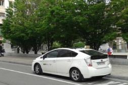 Algunos taxis ya han adoptado modelos con tecnologías eléctricas o híbridas. (Fofo: David Cazón).