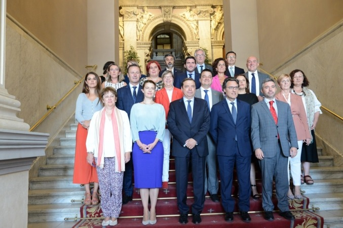 Luis Planas (centro), con los representantes autonómicos.