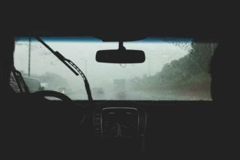 En condiciones pluviosas, los objetos se mimetizan con el fondo.
