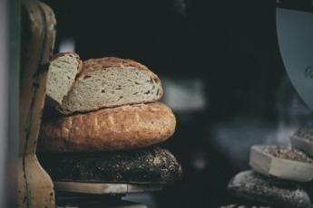 Cada habitante consume 32 kilos de pan al año.