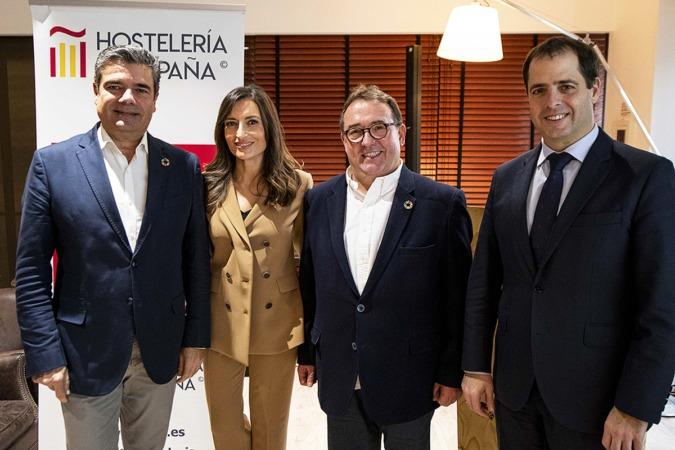 Emilio Gallego (Hostelería de España), Leticia Iglesias (periodista), José Luis Yzuel (Hostelería de España) y Peio Arbeloa (Mahou-San Miguel). (Foto: cedida)