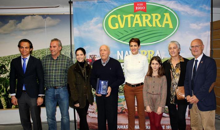 Eduardo López, Juan Orduña y su familia, con María Chivite y Bernardo Ciriza.