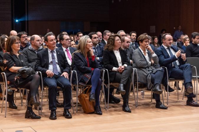 Al acto acudieron representantes del Gobierno foral y de la oposición.