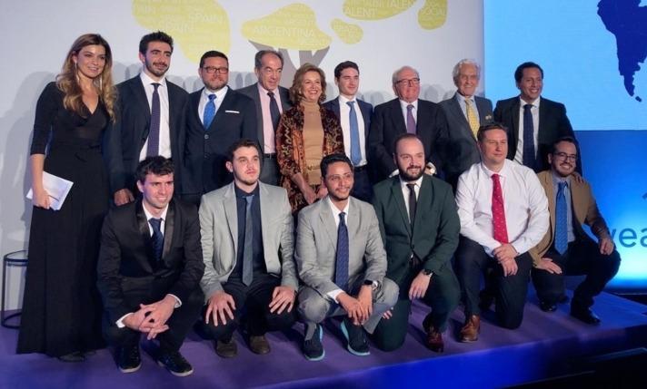 Juan Abascal, con el resto de galardonados en los Premios Everis 2019.