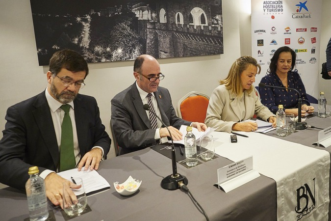 Goenaga (CUN), Ayerdi (Gobierno foral), Beriain (AEHTN) y Azpilicueta (Ayuntamiento).