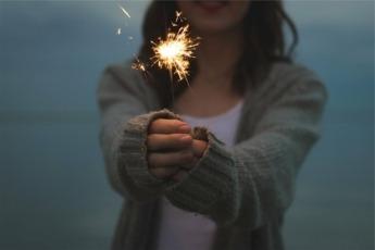 La tradición en Estados Unidos es besarse durante el primer minuto del nuevo año.