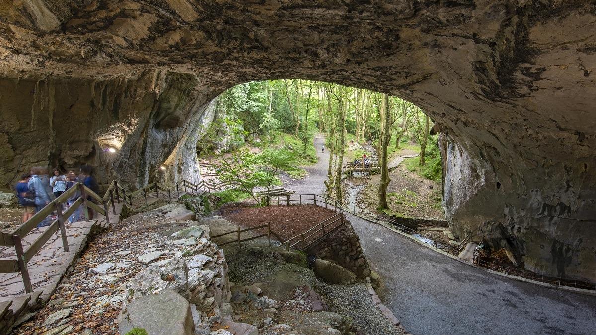 Cuevas de Zugarramurdi, punto de inicio de una de las rutas propuestas.